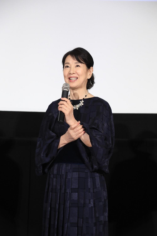 【写真を見る】シックなドレスで登場した吉永小百合