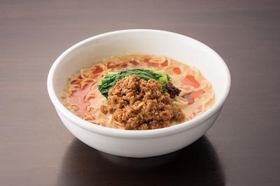 【写真を見る】花梨亭 / 「タンタン麺」(885円)。練りゴマと自家製ラー油の風味が絶妙。6段階の辛さが調整できる