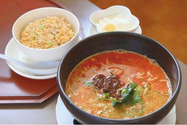 チャイニーズ レストラン 璃音 / 地鶏でとるスープと濃いめに味付けした挽き肉がよく合う、人気の担々麺(セット950円)
