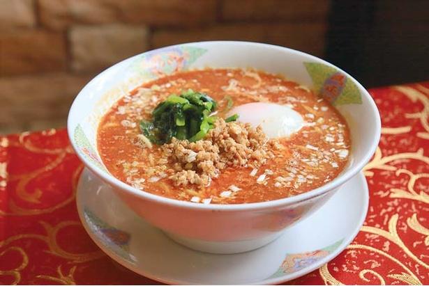 満正苑 / 全メニューのなかで最も手間がかかるという担々麺(900円)もウリ