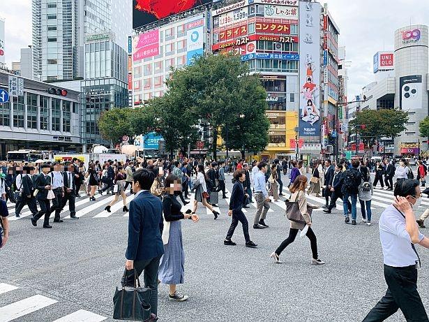 ハロウィンの渋谷スクランブル交差点などは混雑極まる状況になる