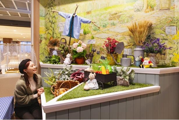 店内にはマグレガーさんの畑をイメージしたリアルなフォトスポットも!