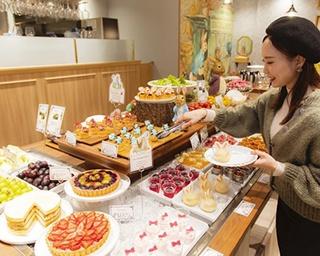 スイーツブッフェが美味!横浜ハンマーヘッドに誕生したピーターラビット(TM)カフェ