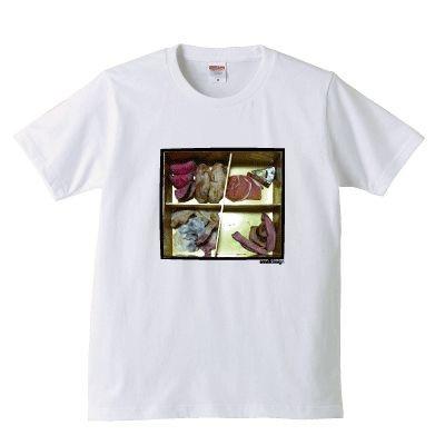こんな時事ネタもなぜかおしゃれに見てしまう。 「残念なおせちTシャツ」(3900円~)
