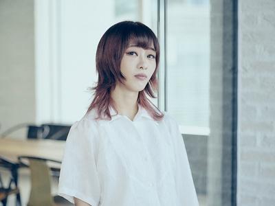Major 1st album「LOVE PARADE」では「ALONE」「Ready Go!」で作詞を担当するユメノユア
