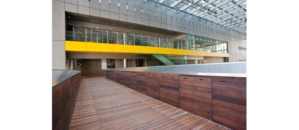 「二子玉川ライズ・ショッピングセンター」内のビル間は通路で行き来できるようになっている
