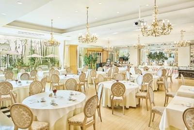 シーズンや時間帯で多彩なテーマを提案するレストラン / ストリングスホテル