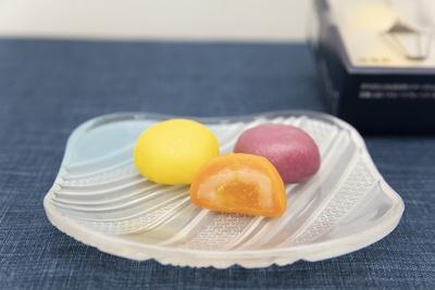 「横濱の灯り」700円(税込)はレモン、あんず、ラズベリーの各2個計6個入り