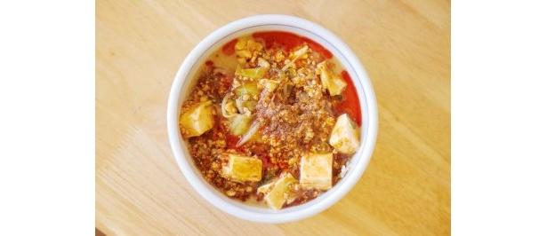 国民食堂 みのやさんちのマー坊(麻婆)麺/鶏ガラと昆布ベースの味噌スープに麻婆豆腐がのり、ボリューム満点。風味豊かな自家製ラー油と山椒が香る