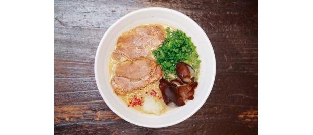 豚ソバFuji屋 豚ソバ味噌/トンコツと鶏ベースの白湯スープに、本枯れカツオ節を追いガツオした、同店初の味噌味が登場。持ち前のセンスが光る一杯