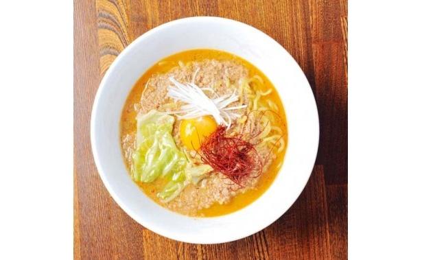 拉麺Shin. 肉味噌ラーメン(辛シビ)/たっぷりの挽き肉を、赤と白のオリジナル特製味噌で炒めた肉味噌が主役のこってり味噌。レベルの高さがうかがえる一杯