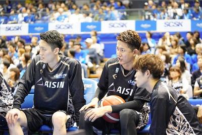 川村選手の指示に耳を傾ける。マイペースの彼も試合中は真剣な表情
