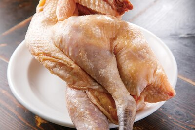 純系名古屋コーチンの丸鶏から旨味を抽出