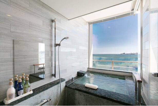 温泉展望風呂は全室海側にある。デザインや広さは部屋により多少異なる / 下関温泉 風の海