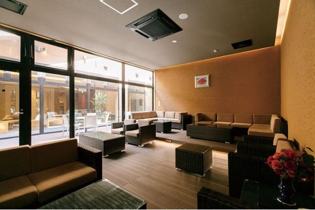 ほかに畳敷きの広間や有料のマッサージ機を備えたヒーリングルームも / 平山温泉 旅館 善屋