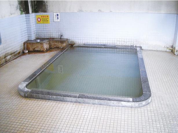 【写真を見る】入浴料はなんと無料!/ 熱の湯温泉