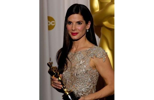 ハリウッドセレブではいち早く100万ドルの義援金を寄付したサンドラ・ブロック