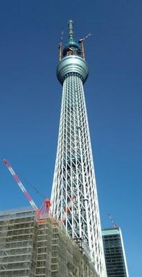ついに世界一高い自立式電波塔が完全体となった「東京スカイツリー(R)」。3月18日(金)13:34に完成時の高さ634mに到達した