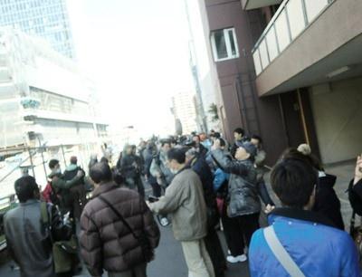報道陣や見物客で、業平橋周辺は活気づいた