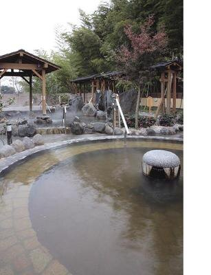 さいたま清河寺温泉/男女合わせて約170坪にわたる、開放的な露天風呂
