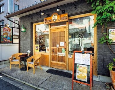 六角店は木の温かみを感じられる明るい雰囲気/パパジョンズ 六角店