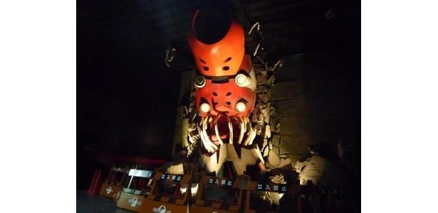 本日、3月18日(土)より公開される「実物大エヴァンゲリオン 獣化第ニ形態 THE・BEAST」(高さ約7m、幅約5m)