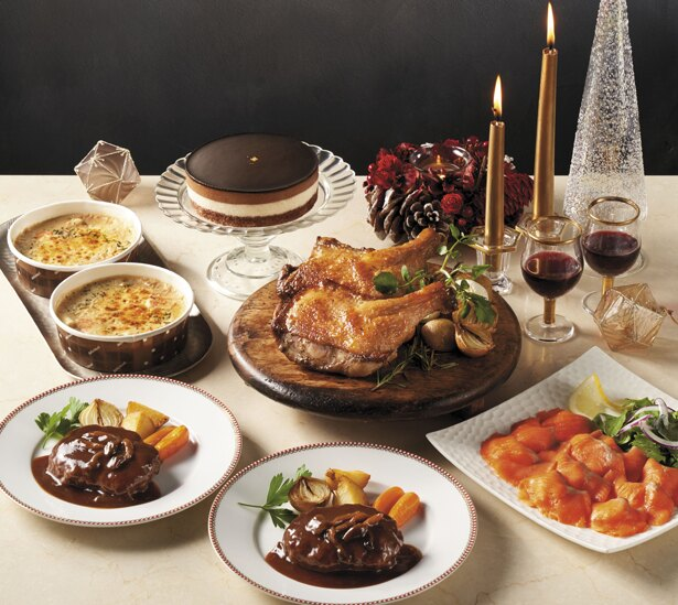 前菜からデザートまで、ホテルオークラのスペシャルディナー5種類がセットになった「ホテルオークラ監修 ディナーセット」(税抜5980円)