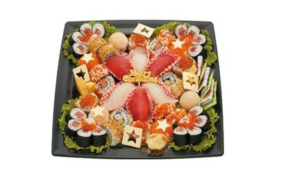 様々な寿司が彩り良く並ぶ「みんなで楽しむSUSHIセレクション」(税抜2800円)。3~4人向けのボリューム