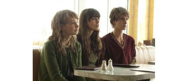 左からキャリー・マリガン、キーラ・ナイトレイ、アンドリュー・ガーフィールド