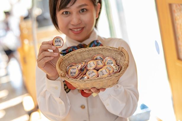 10周年記念ロゴの缶バッチは、なんと客室乗務員手作り!特急「海幸山幸」乗車のお客さま先着2,000名限定で配布中(2019年12月31日まで※なくなり次第終了)