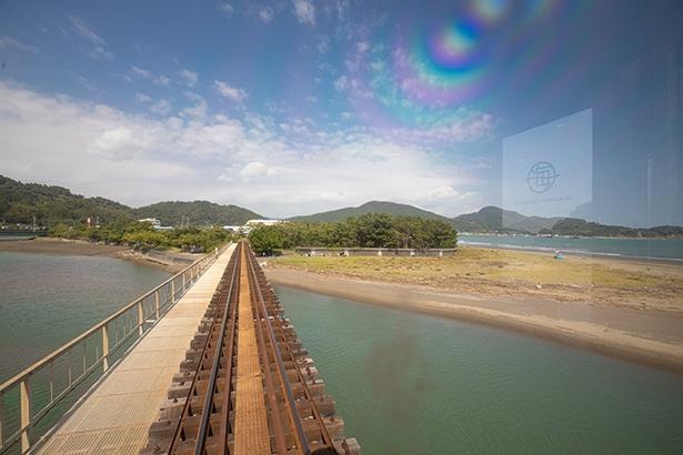 油津から南郷では列車が海の真上を通る