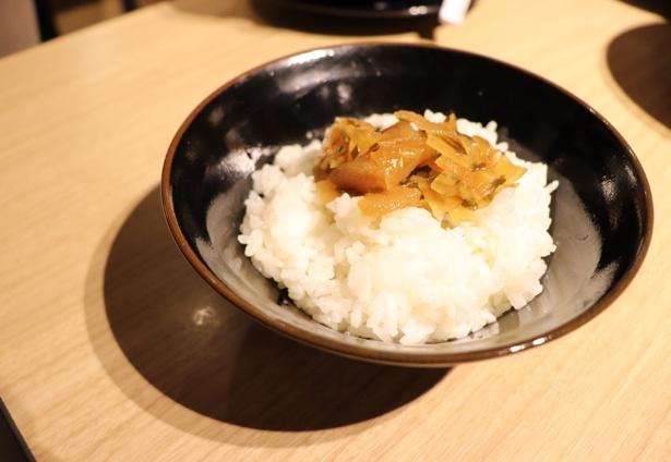 青森土産の定番のねぶた漬けも堪能できる「ねぶた漬け丼」(300円)