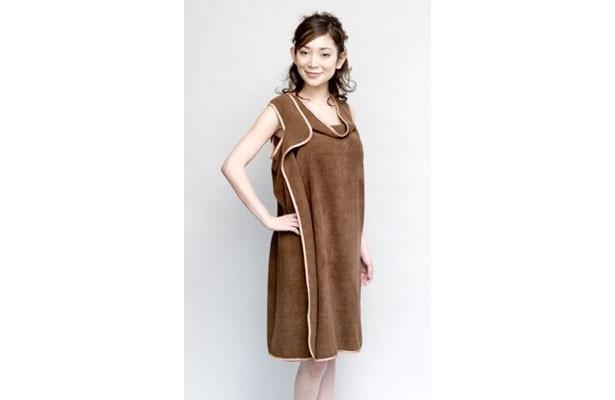 アパレルメーカーの素数(そすう)は、着られるバスタオル「バスタローブ」というアイデア商品1万枚を福島県の被災地へ送り届ける