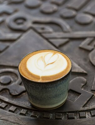 KAMAKIRI COFFEE 平尾店 / 「ラテ」(500円・税込)
