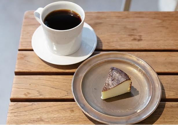 珈琲いわくま / 「オリジナルブレンド」(550円・税込)と「チーズケーキ」(380円・税込)