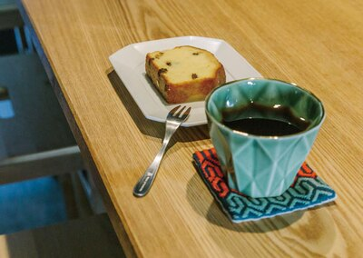 珈琲と麦酒 / 「ドリップコーヒー」(510円~・税込)と「パウンドケーキ」(380円・税込)