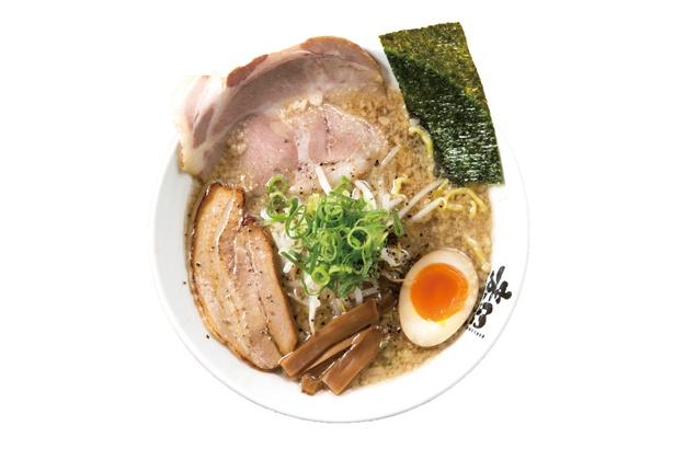 看板商品の「とこ豚骨らーめん」(税込 800円)は、パンチのある味がたまらない一品 / 麦笑 豊田店