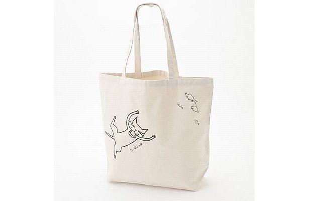 """こちらはトートバッグの白バージョン。プリントされているのは作中に登場する""""カラスぼん"""""""