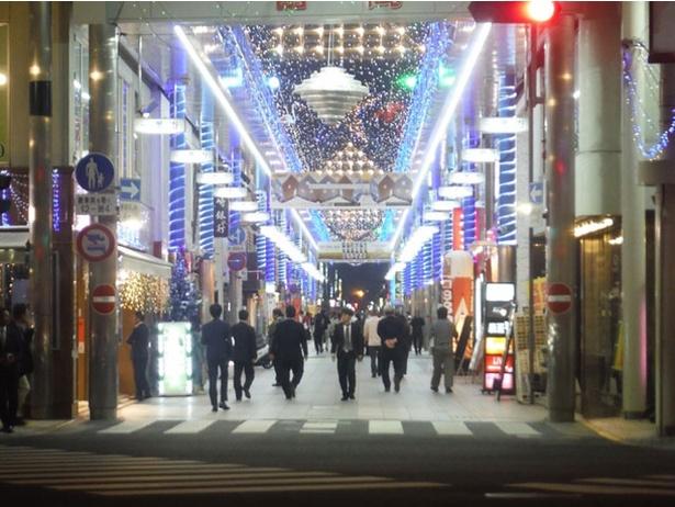宮崎市中心市街地 / 輝くイルミで装飾される