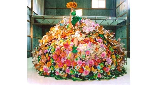 【写真をもっと見る】素敵!花いっぱいに囲まれたピュ~ぴる
