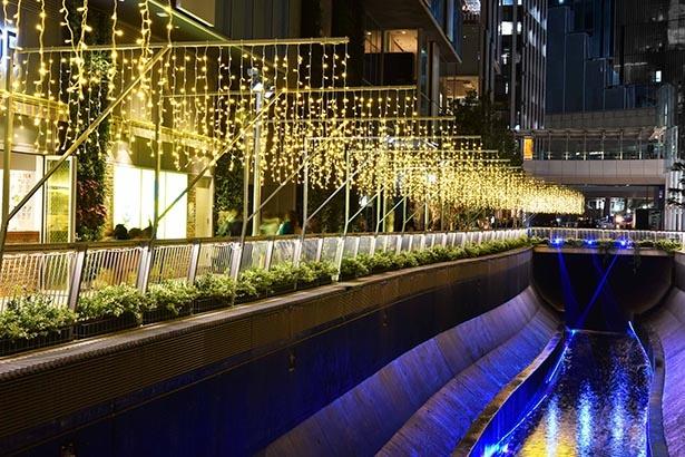 渋谷ストリームの稲荷橋から渋谷ブリッジに向けて400メートル以上イルミネーションが輝く