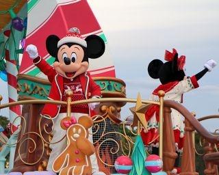 東京ディズニーランドのファンタジックなXmasパレードがスタート!