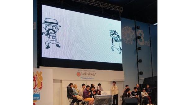 スクリーンに映っているのは鉄拳作のパラパラ漫画