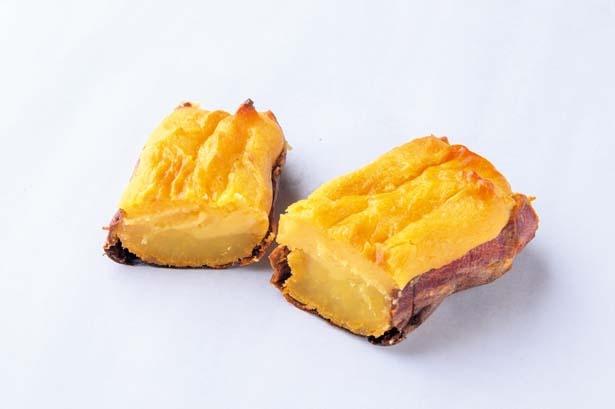 焼きぽてか(380円)。焼きイモの上にスイートポテトをのせたイモ好きにたまらないひと品。冬季&数量限定で提供/ARCOBALENO KOBE元町店