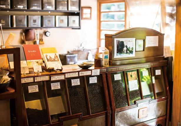 珈琲美美 / 1階は豆の販売所と焙煎室からなる