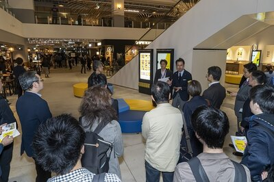 「商品の製造工程が見られたり、自分で作ったりもできるので、楽しんでください」とデベロッパーの古川佑作さん