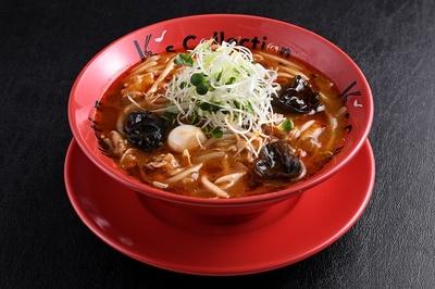 「K's collection 辛味噌サンマー麺」の辛味噌サンマー麺 900円(税込)はここでしか食べられない横浜ご当地麺