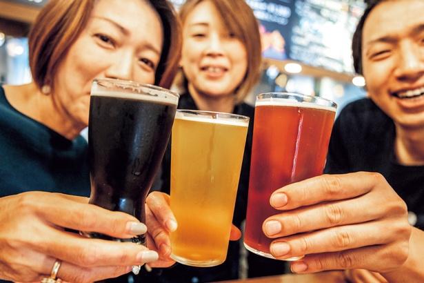 クラフトビールはSサイズ(600円~)、Mサイズ(800円~)、Lサイズ(1000~)。飲み比べセット(1250円)もあり/BEER PUB ICHI-YA