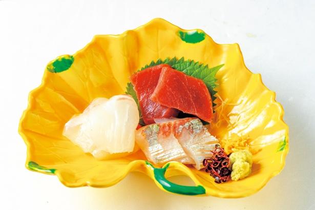 【写真を見る】刺身(1620円~、税込)。 お茶漬けに刺身が付く菜の花(3060円、税込)もある/丸太町 十二段家