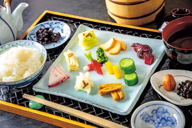 ぶゞ漬 漬物11種(1650円、税込)は季節の漬物11種が味わえるセット/ぶゞ家